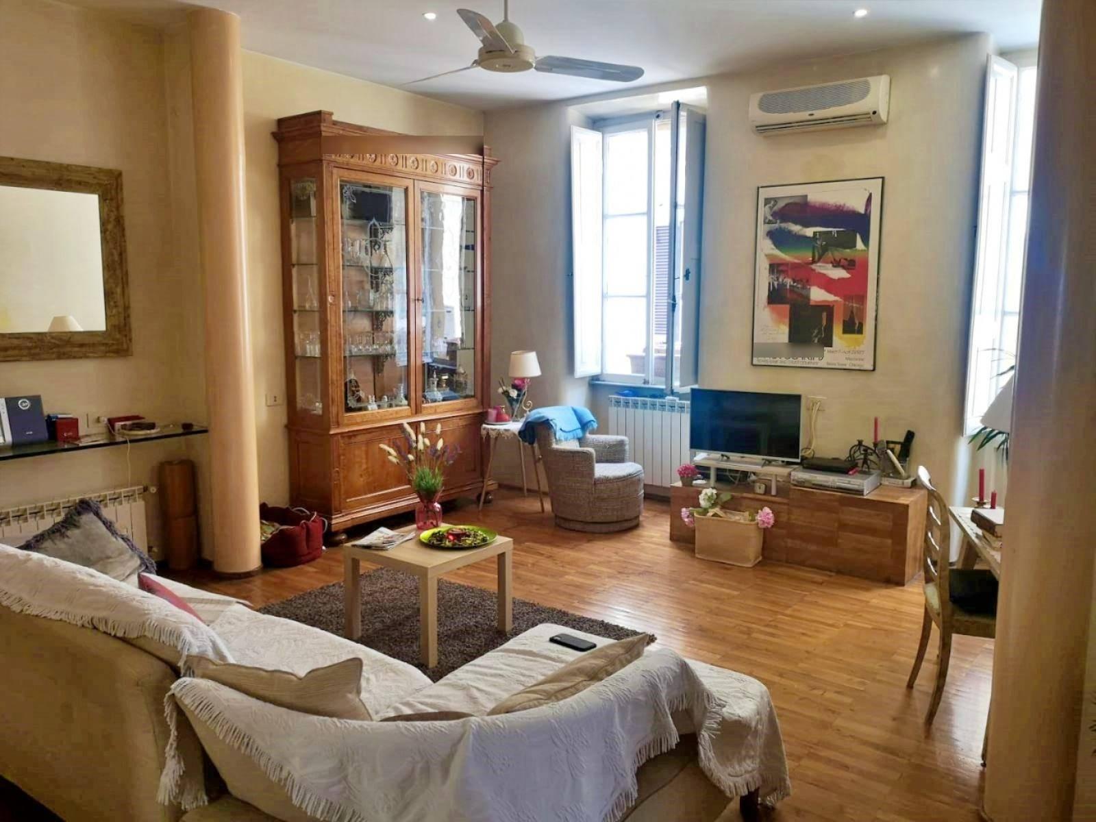 1118418585 Trilocale in Via Principe Amedeo, Roma, Zona Esquilino