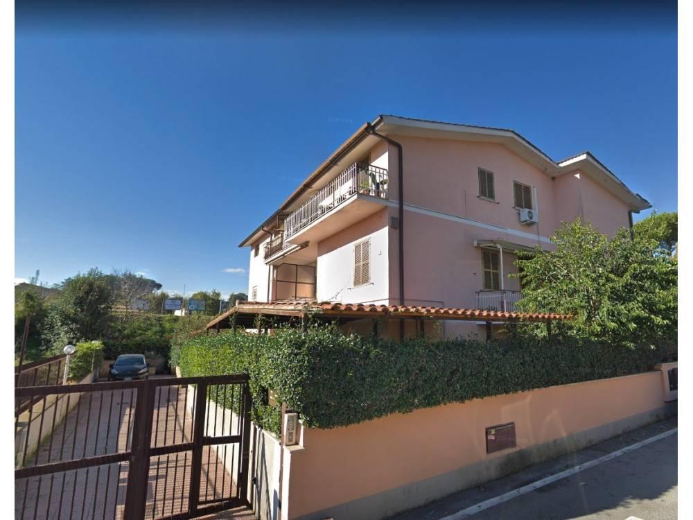 1118418680 Trilocale in Via Edolo, Roma, Zona Labaro