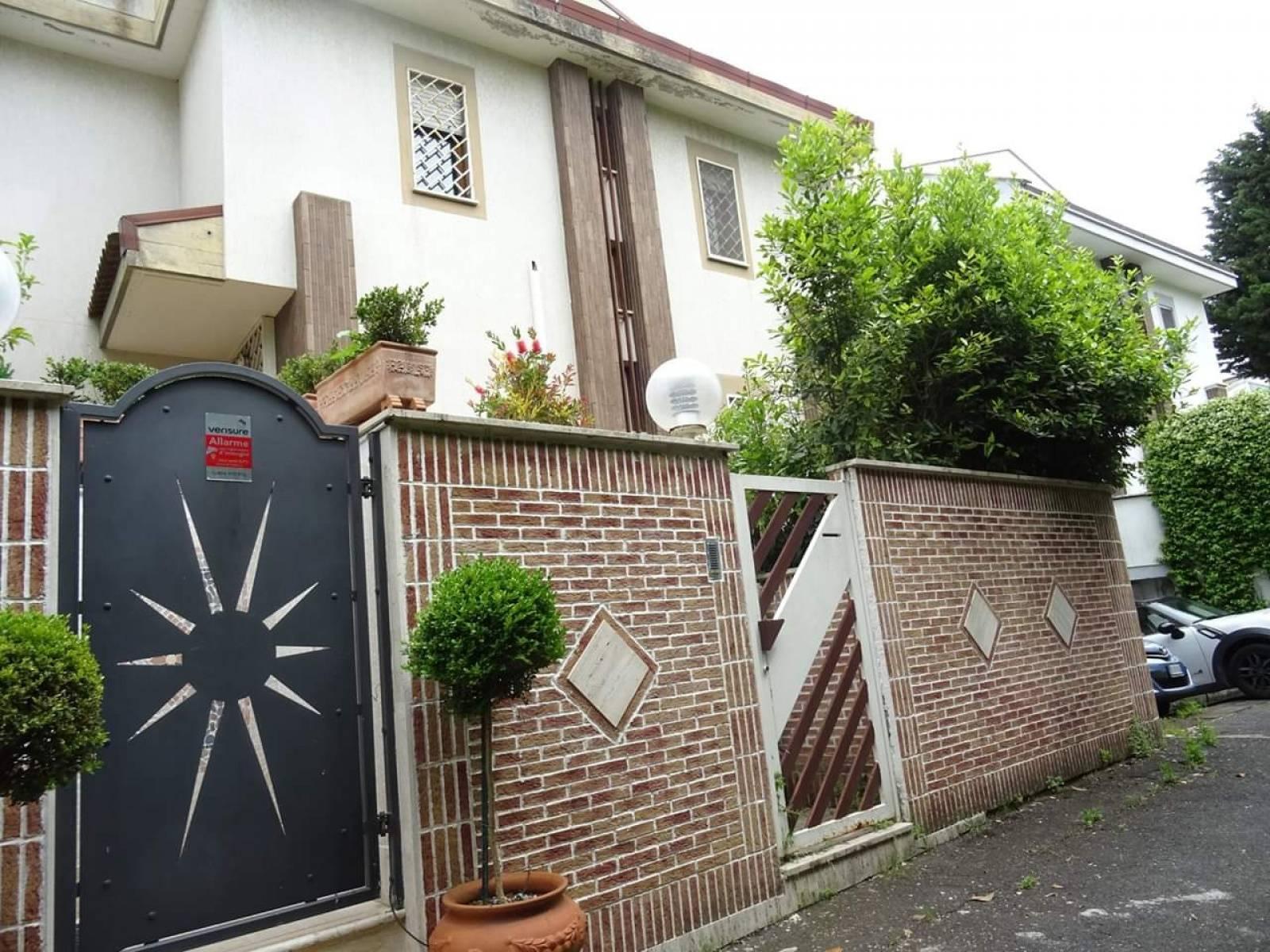 1118418817 Plurilocale (6) in Via Mar Della Cina, Roma, Zona Torrino