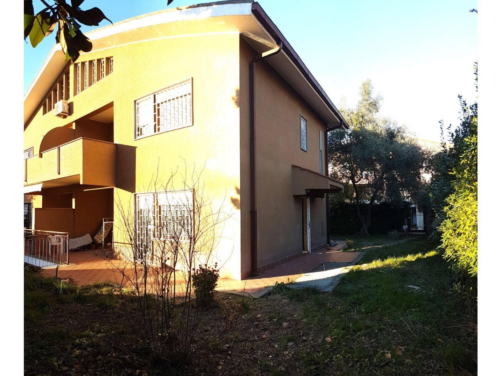 1118418990 Plurilocale (7) in Via Nanchino, Roma, Zona Torrino