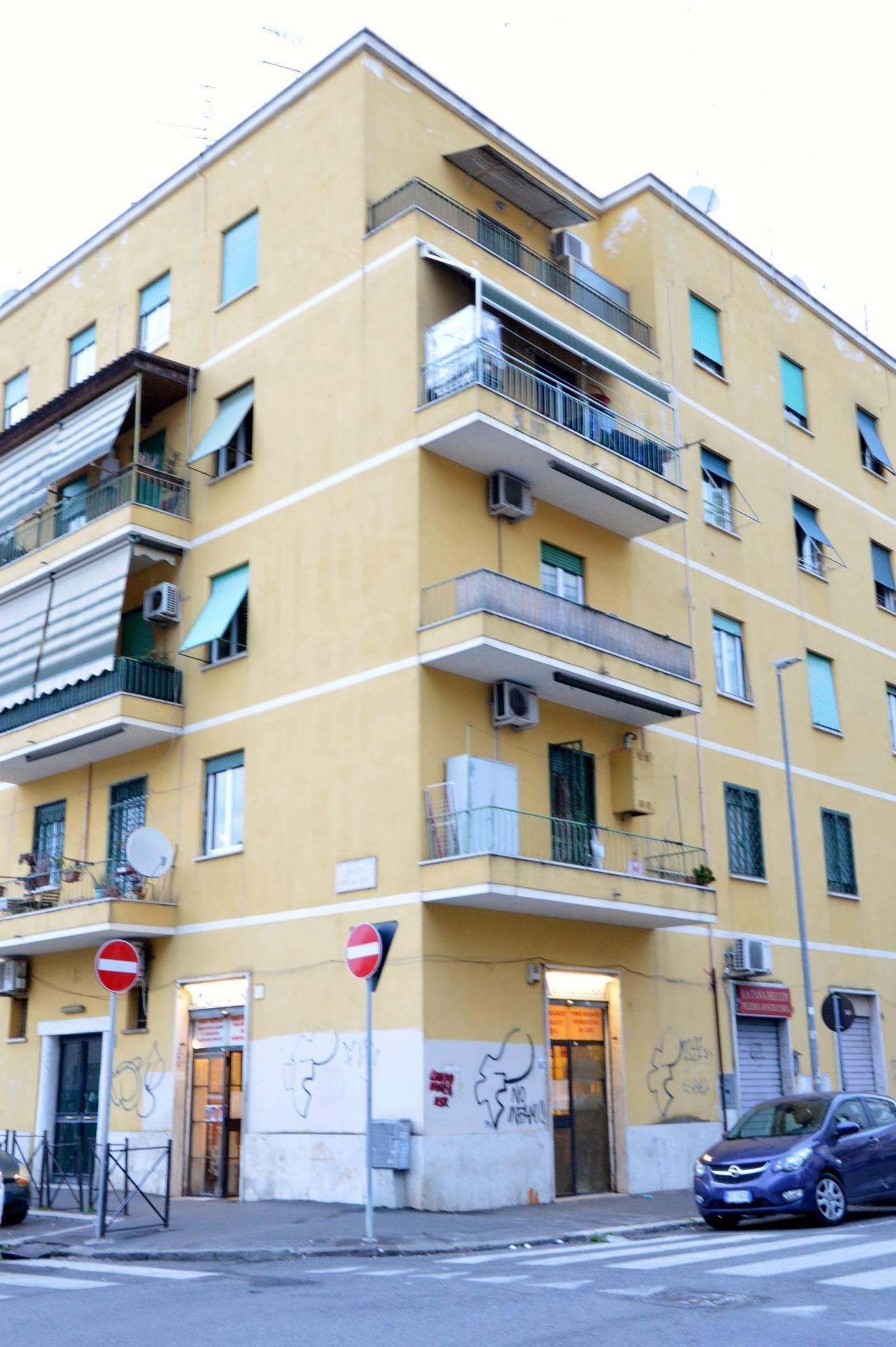 1118418524  in Piazza Delle Iris, Roma, Zona Centocelle