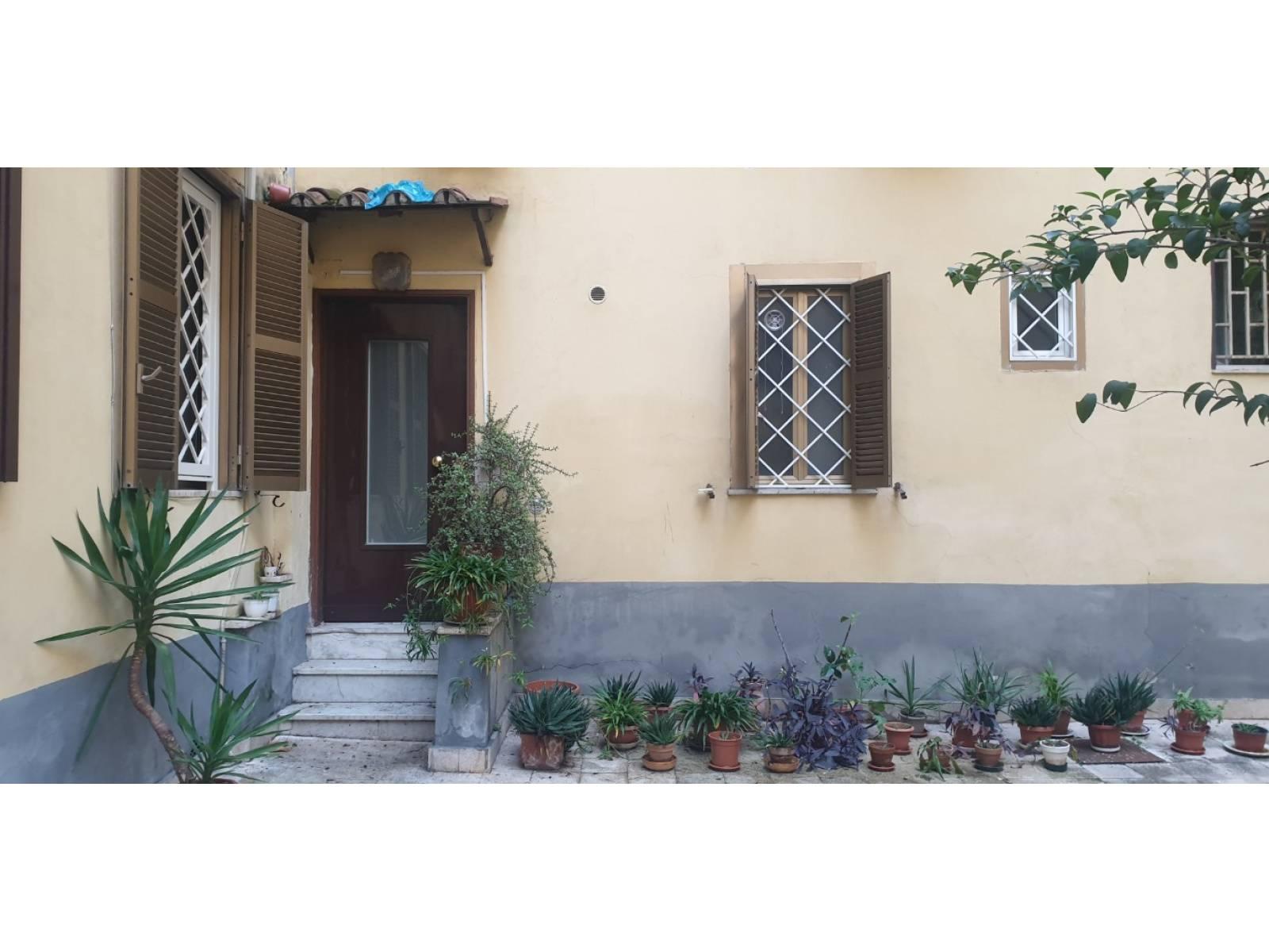 1118419055 Monolocale in Via Bixio, Roma, Zona Esquilino