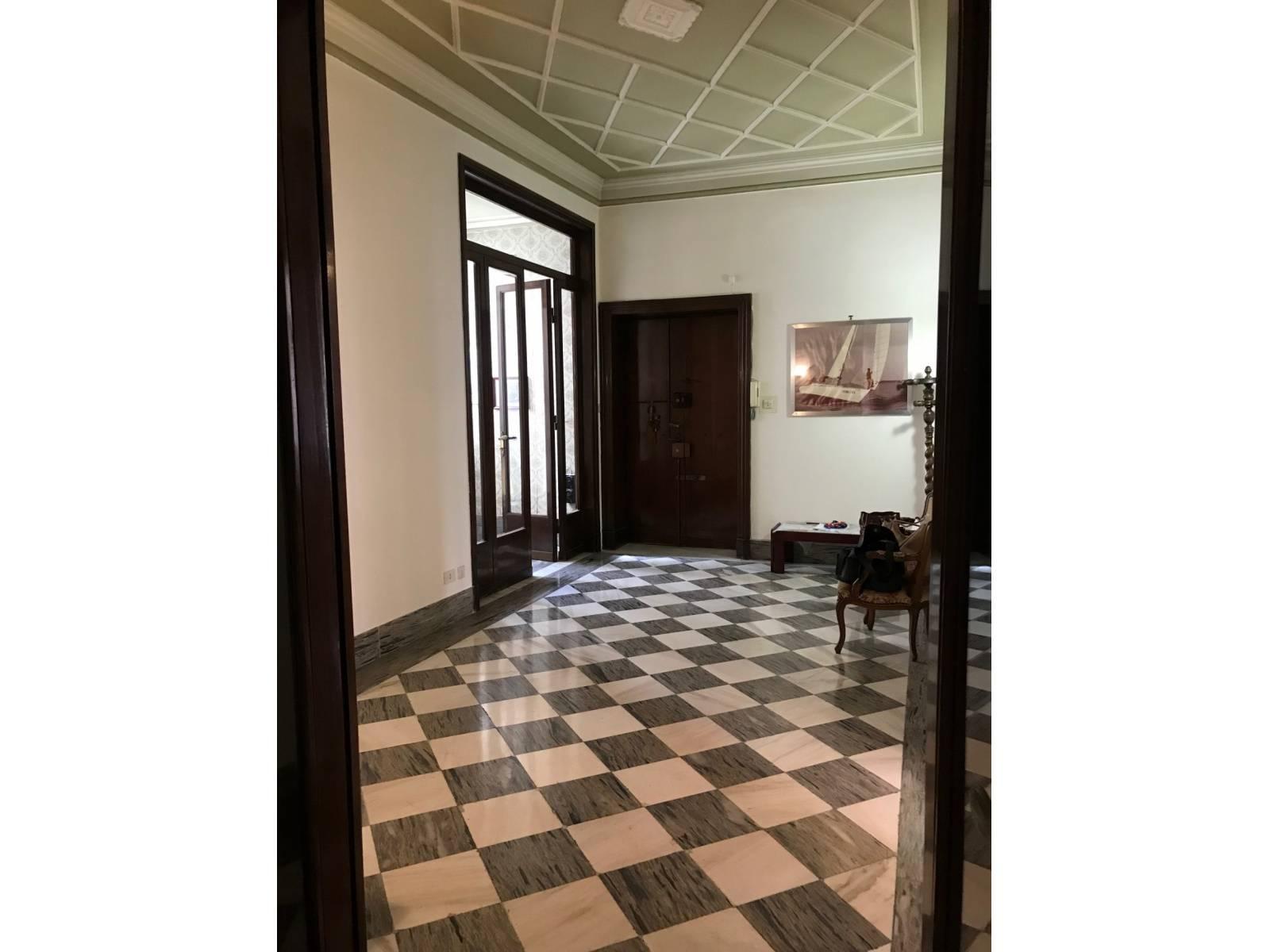 1118419122 Pentalocale in Via Lorenzo Il Magnifico, Roma, Zona Bologna