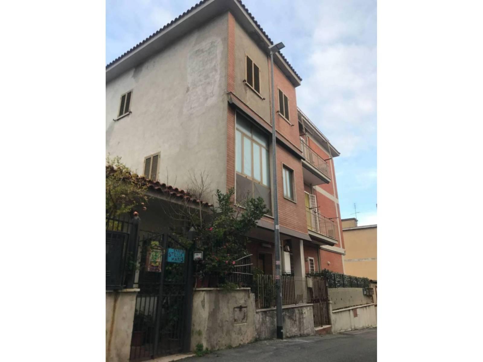 1118419188 Plurilocale (6) in Via Grugliasco, Roma, Zona Cornelia