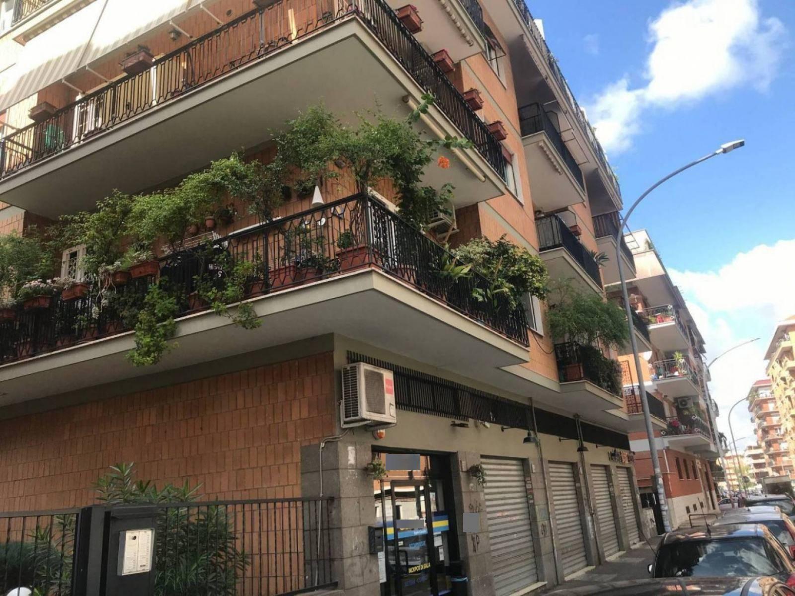 1118419190 Quadrilocale in Via Caio Canuleio, Roma, Zona Tuscolana, Appio Claudio