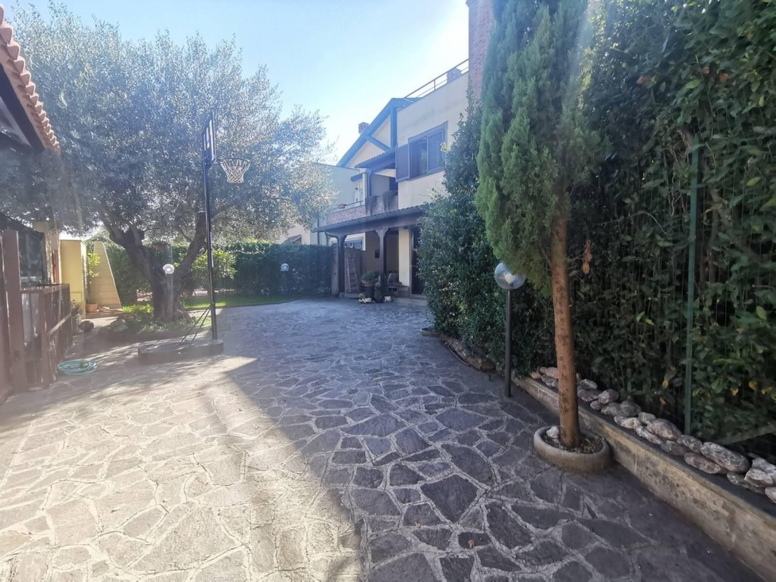 1118419213 Pentalocale in Via Dorsino, Roma, Zona Infernetto