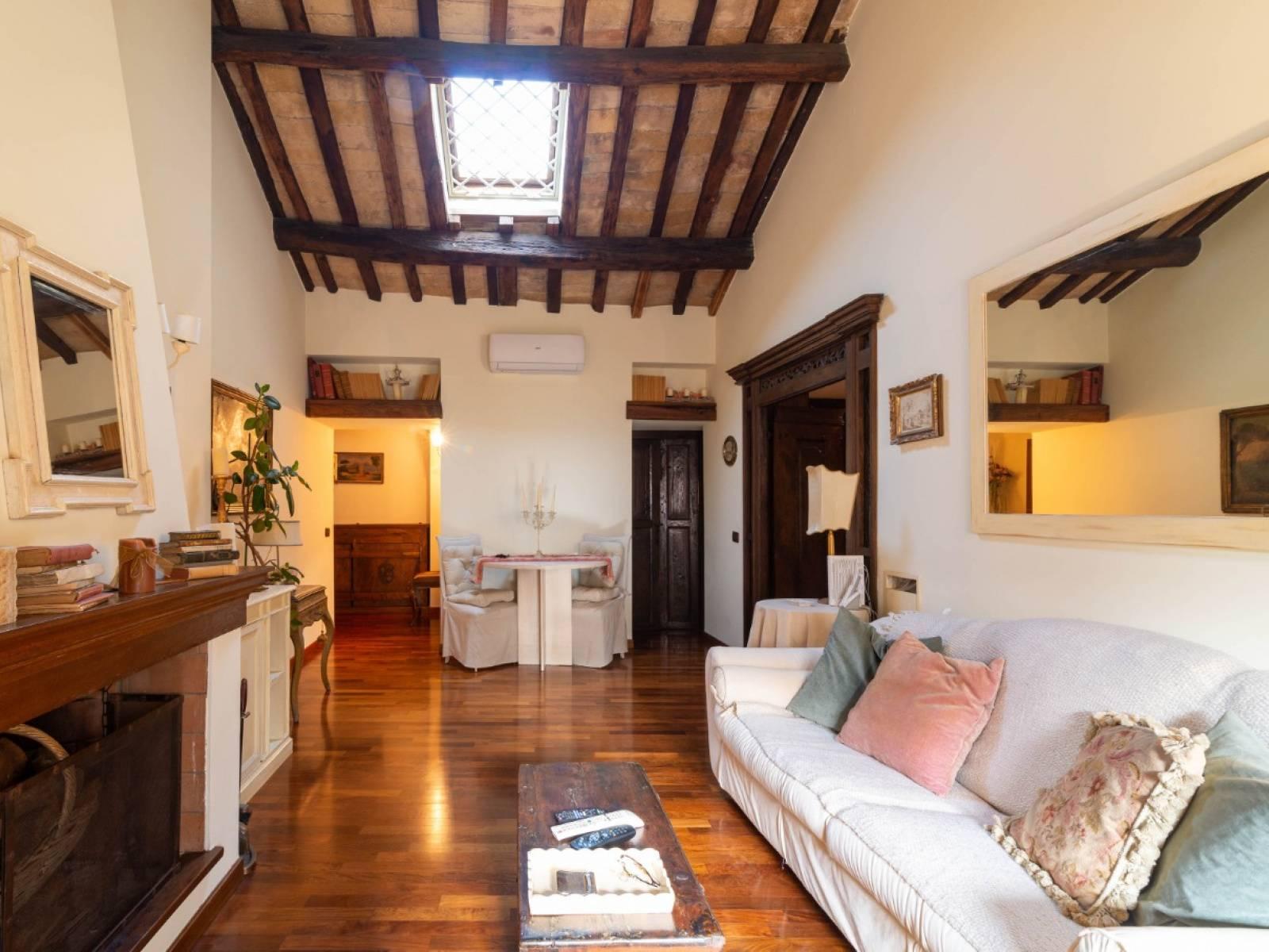 1118419569 Trilocale in Via Della Madonna Dei Monti, Roma, Zona Centro Storico