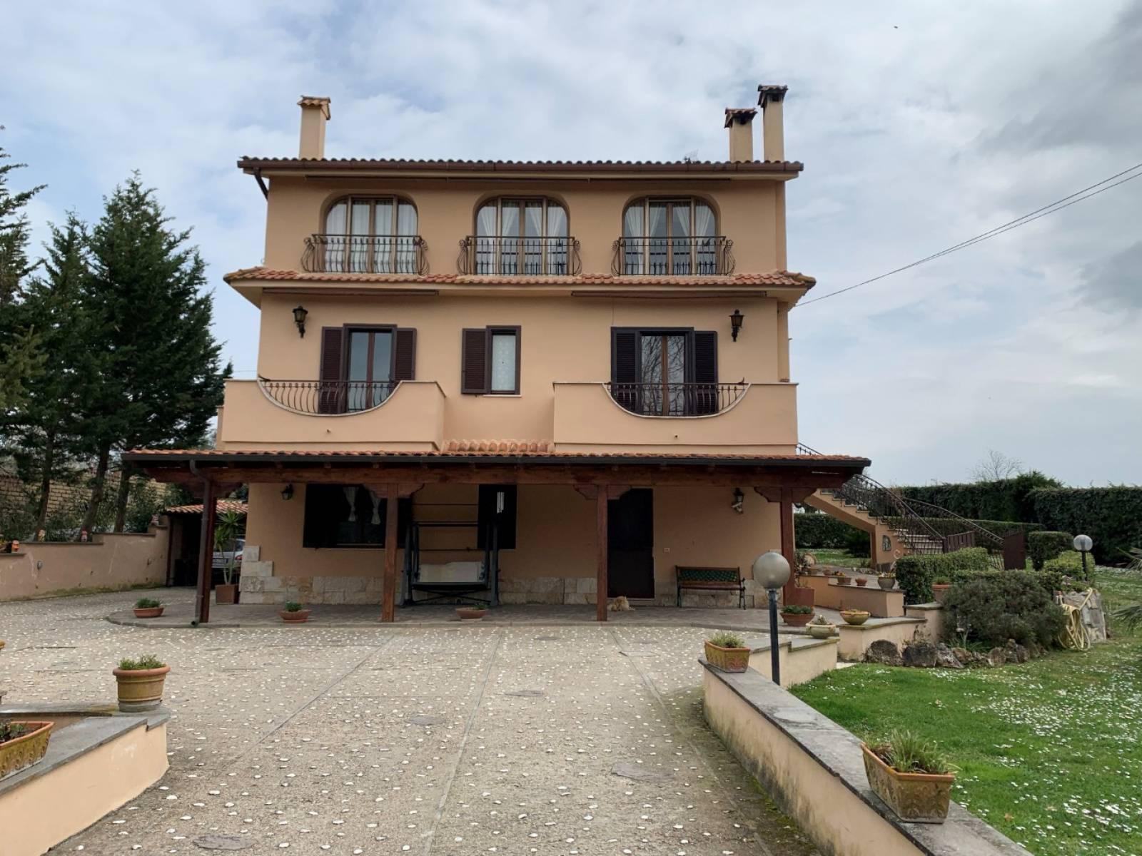 1118419594 Plurilocale (10) in Via Giaveno, Roma, Zona Boccea