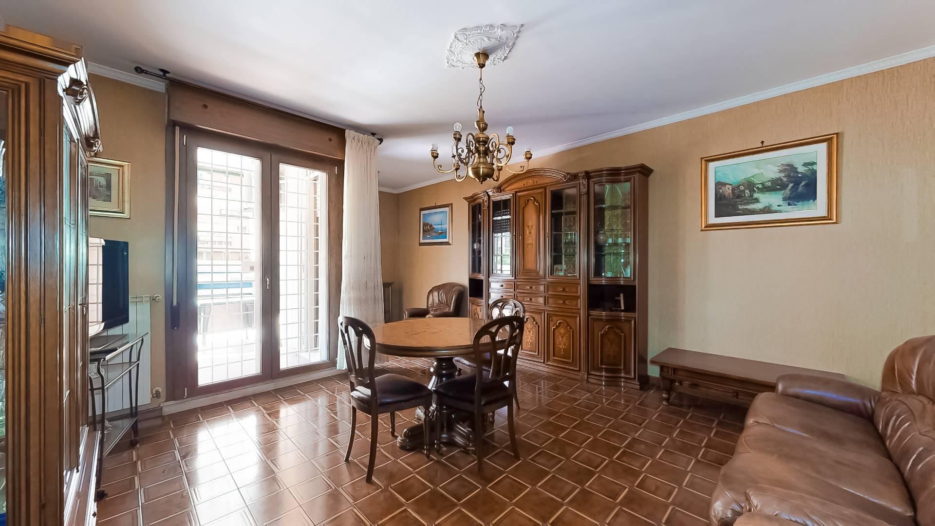 1118419760 Trilocale in Via Valentino Banal, Roma, Zona Villa De Santis