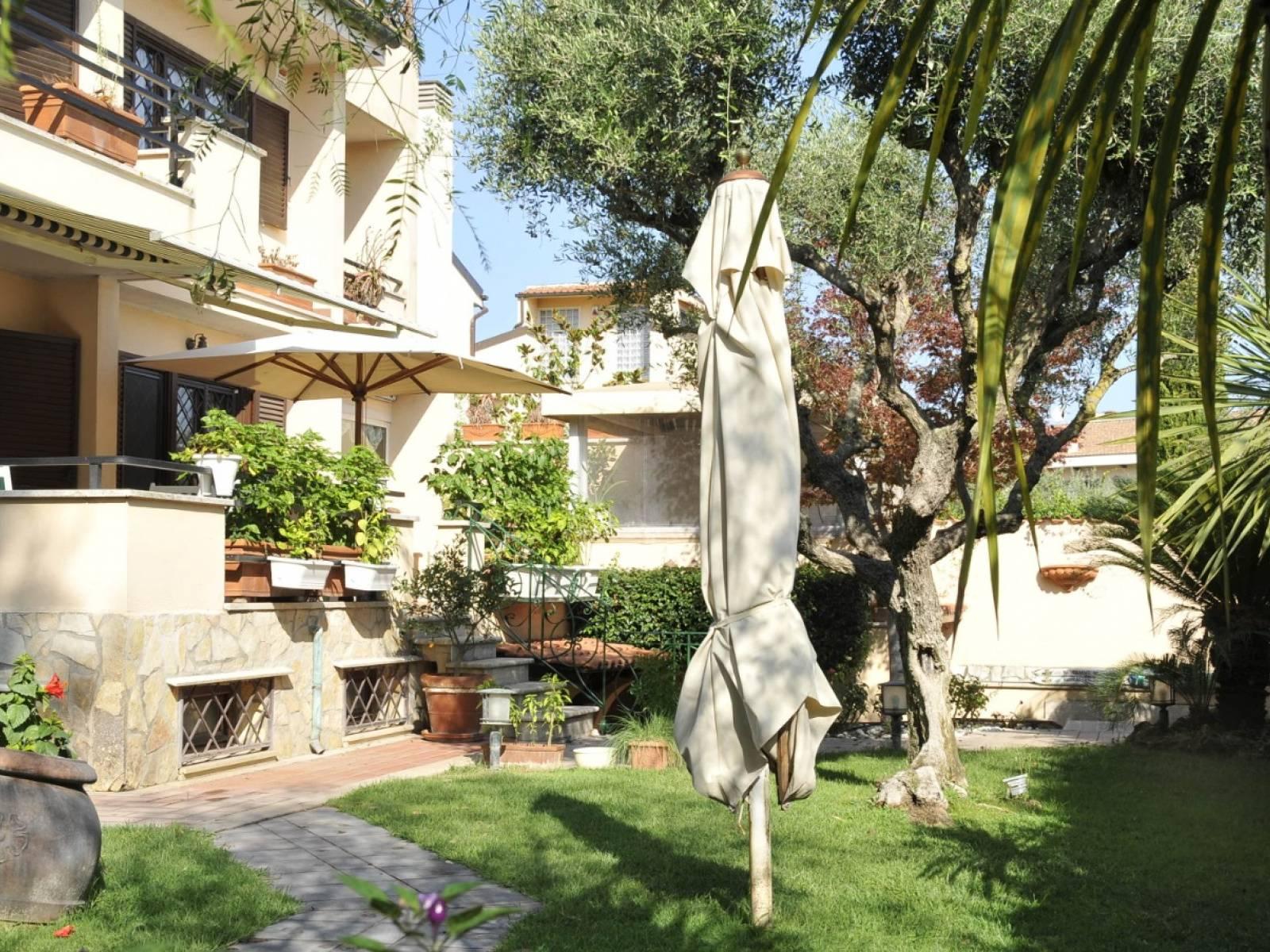 1118419815 Plurilocale (10) in Largo Pinzano, Roma, Zona Infernetto