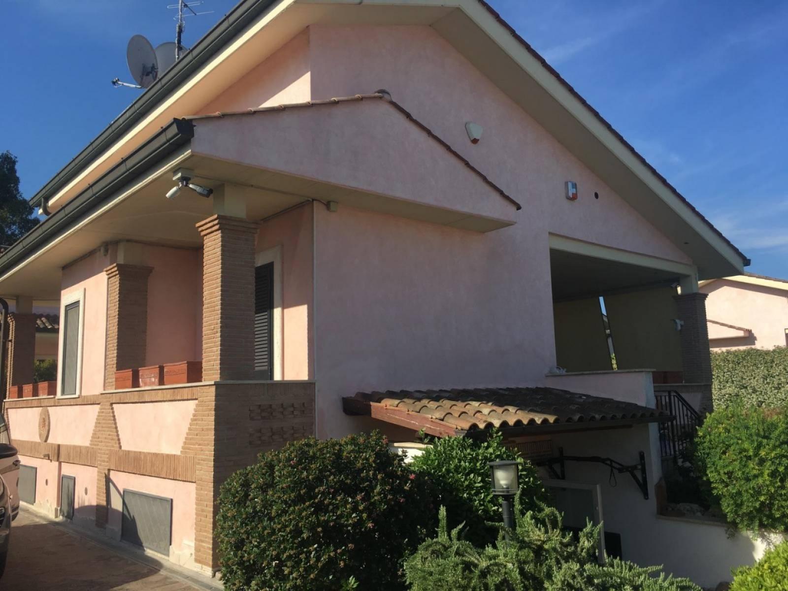 1118419966 Pentalocale in Via Castello Tesino, Roma, Zona Infernetto