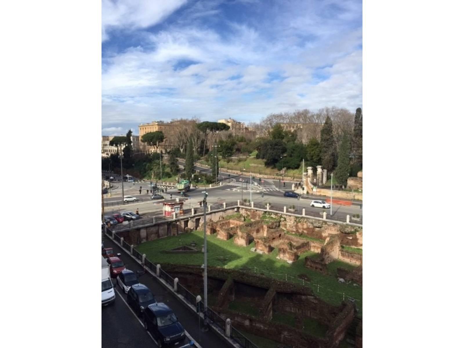 1118419971 Quadrilocale in Via Di San Giovanni In Laterano, Roma, Zona Centro Storico