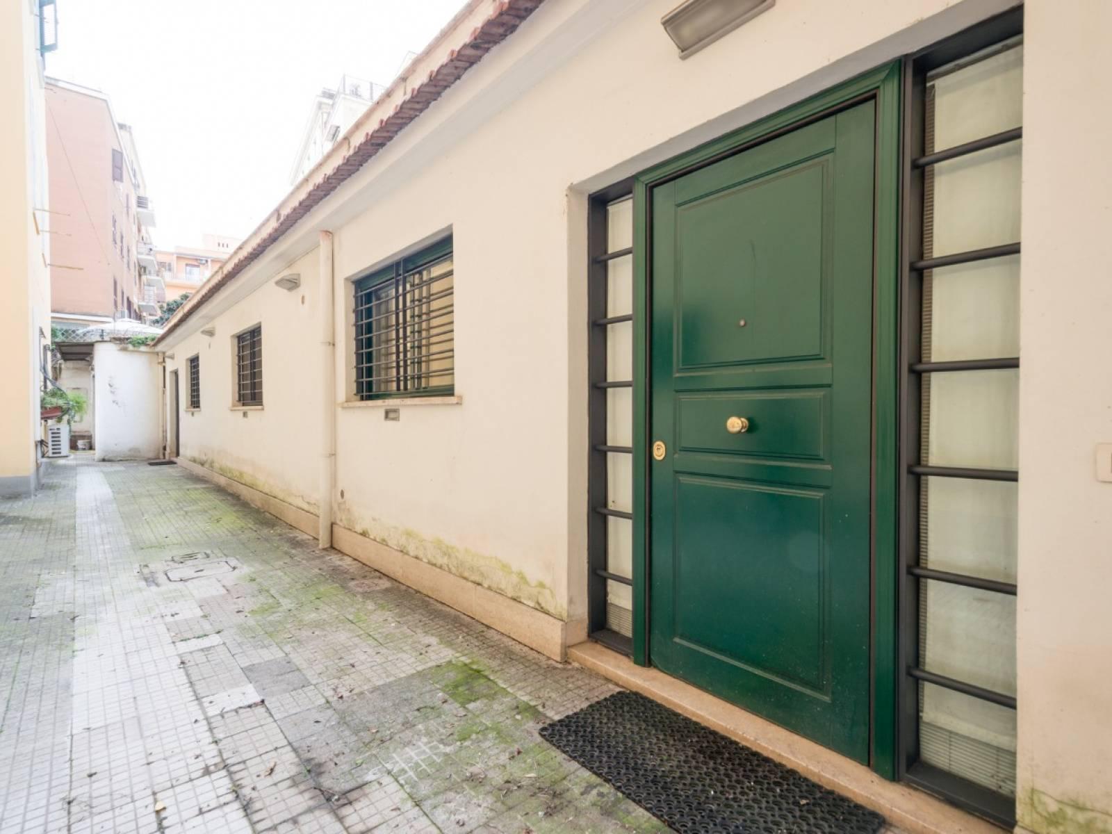 1118419996 Trilocale in Via Giovanni Da Procida, Roma, Zona Bologna