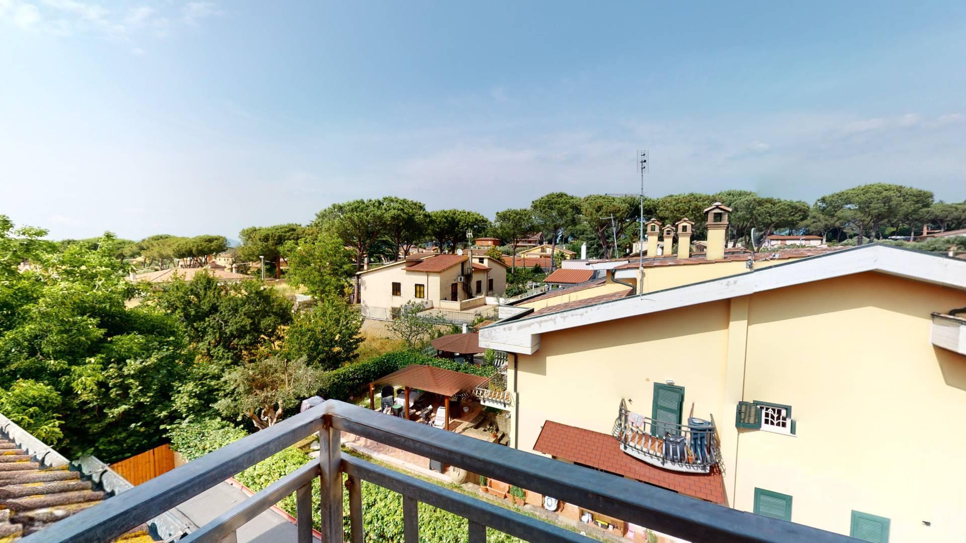 1118420317 Trilocale in Via Montecosaro, Roma, Zona Castelverde