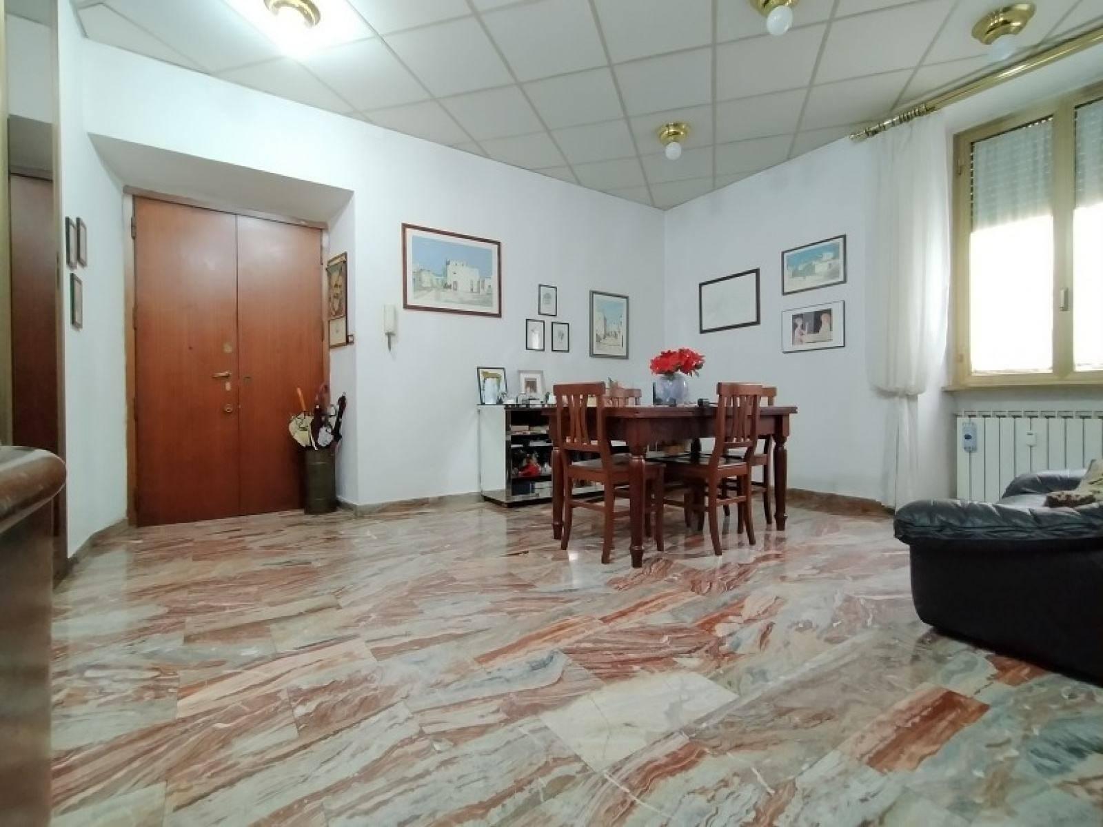 1118420579 Trilocale in Via Gino Capponi, Roma, Zona Appio Latino, Caffarella