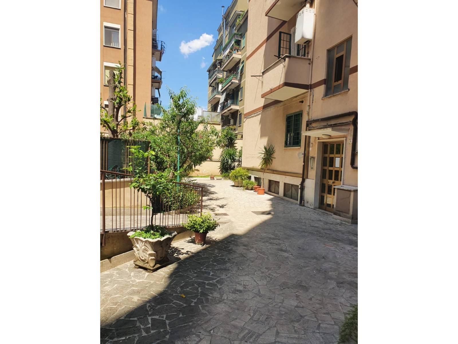 1118420647 Trilocale in Via Degli Opimiani, Roma, Zona Tuscolana, Appio Claudio
