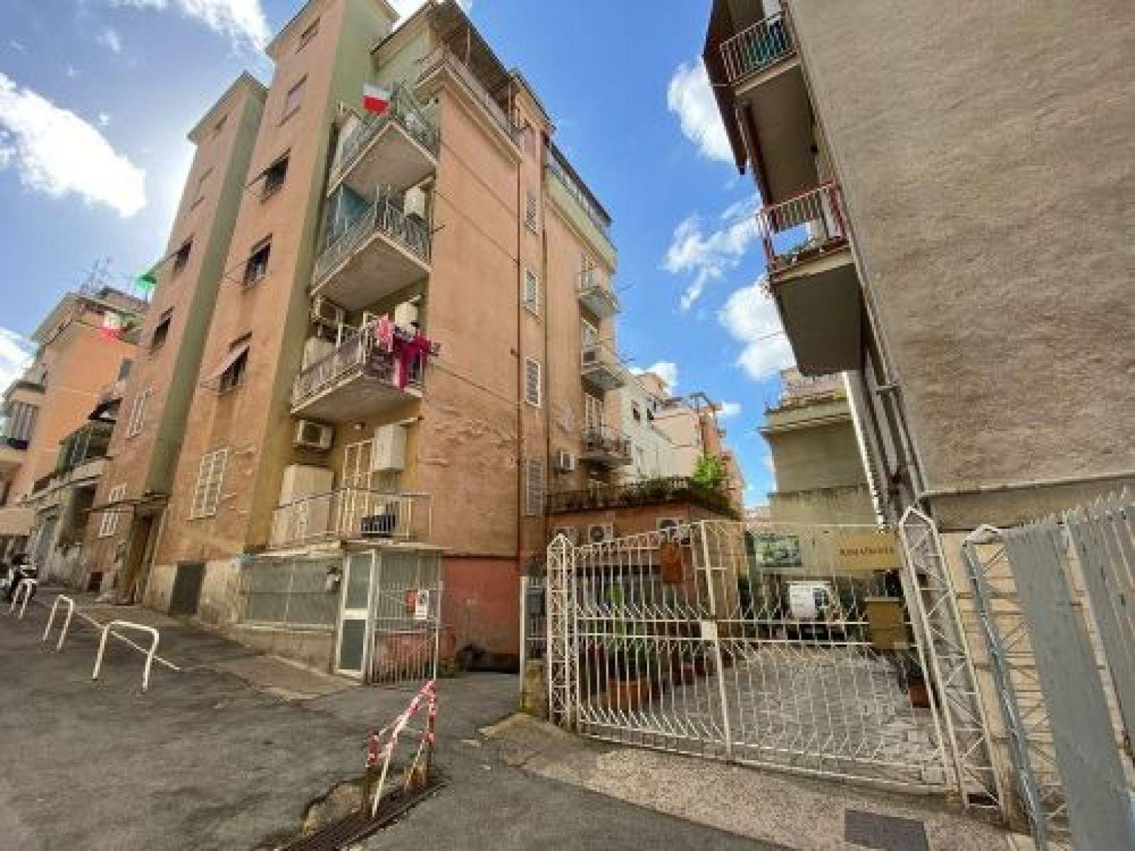 1118420671 Trilocale in Via Cavara Fridiano, Roma, Zona Centocelle