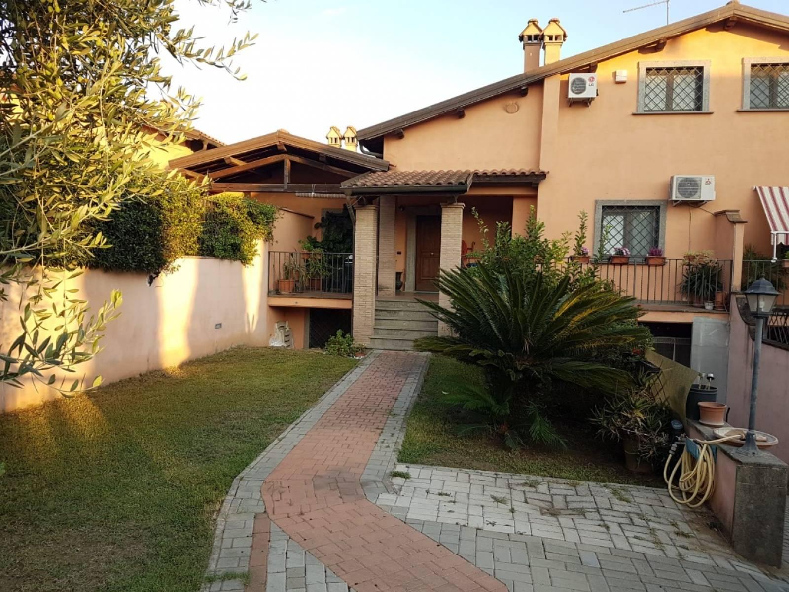 1118421007 Plurilocale (7) in Via Stanislao Falchi, Roma, Zona Infernetto