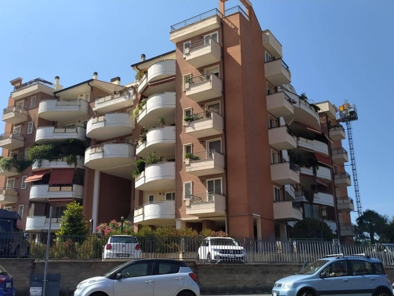 1118421273 Trilocale in Viale Aurelio Galleppini, Roma, Zona Mezzocammino