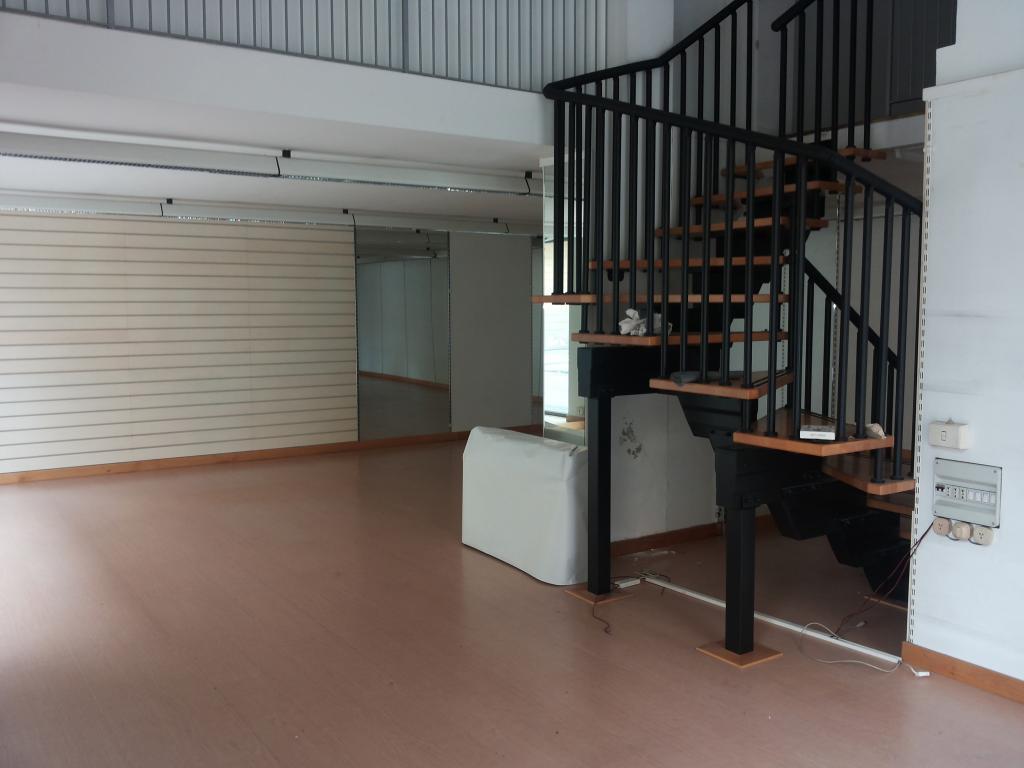 Attività commerciale in affitto a Centro, Pontedera (PI)