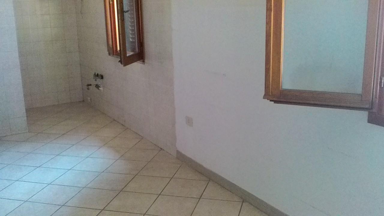 Casa indipendente affitto non arredato 75 mq for Casa con 2 camere da letto con seminterrato finito in affitto