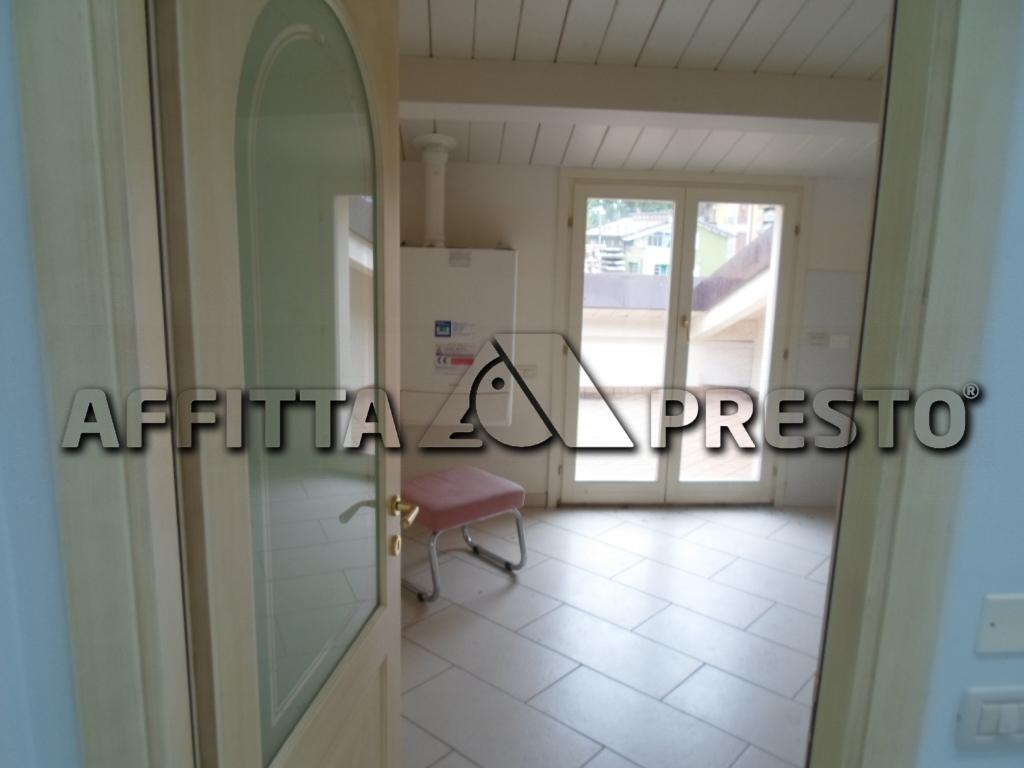 Soluzione Indipendente in affitto a Cesena, 6 locali, zona Località: CENTROSTORICO, prezzo € 1.300 | CambioCasa.it
