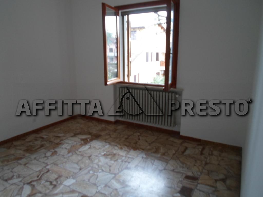 Soluzione Indipendente in affitto a Cesena, 7 locali, zona Località: CaseFrini, prezzo € 850 | Cambio Casa.it