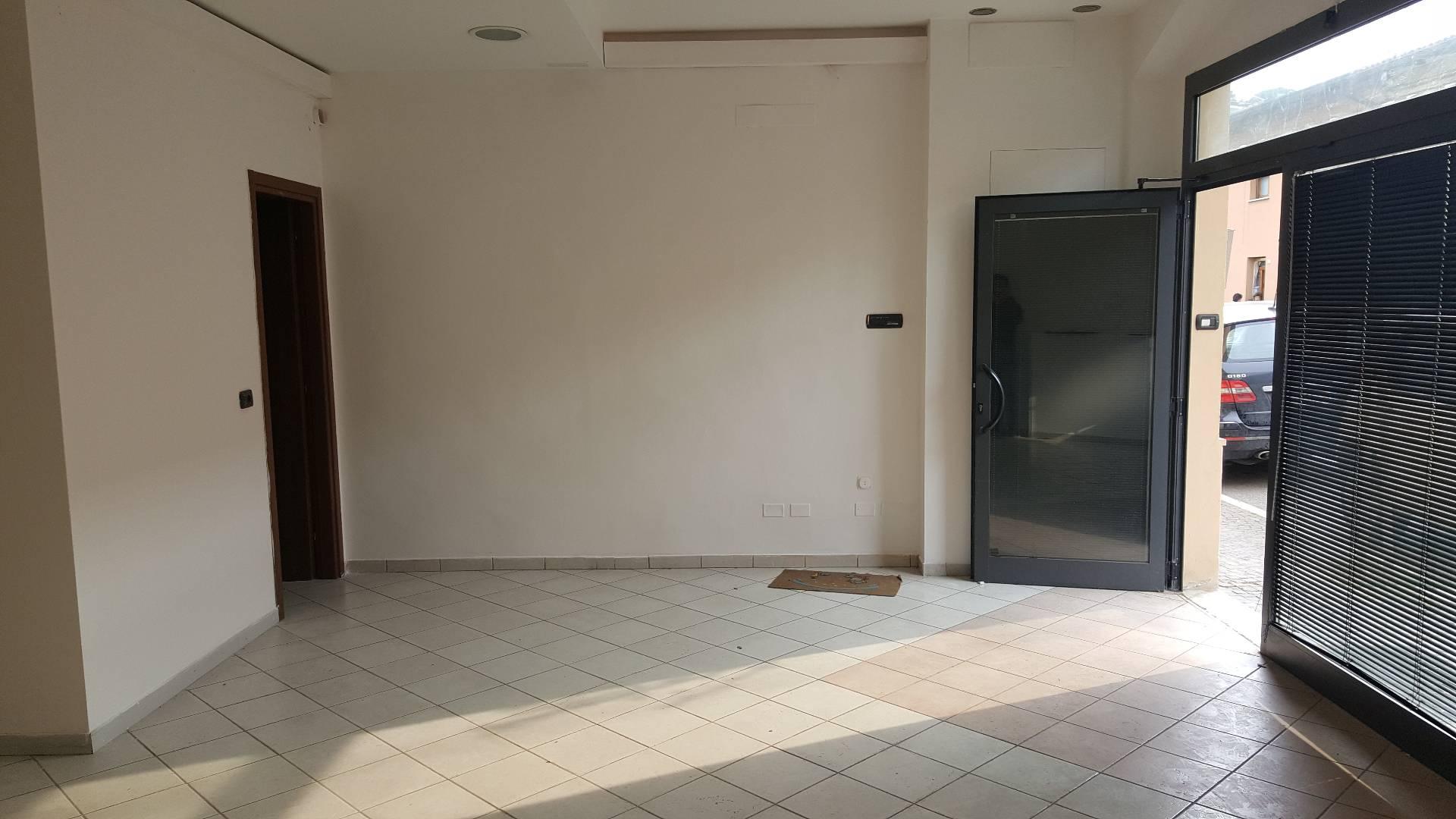 Negozio / Locale in affitto a Longiano, 9999 locali, zona Località: Longiano, prezzo € 500   CambioCasa.it