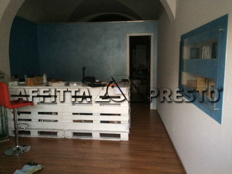 Attività commerciale in affitto a Porta A Lucca, Pisa