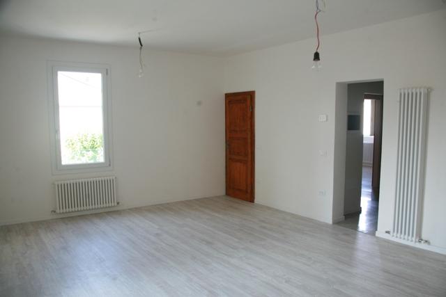 Appartamento in affitto a Lugo, 4 locali, zona Località: Semicentrale, prezzo € 600 | Cambio Casa.it