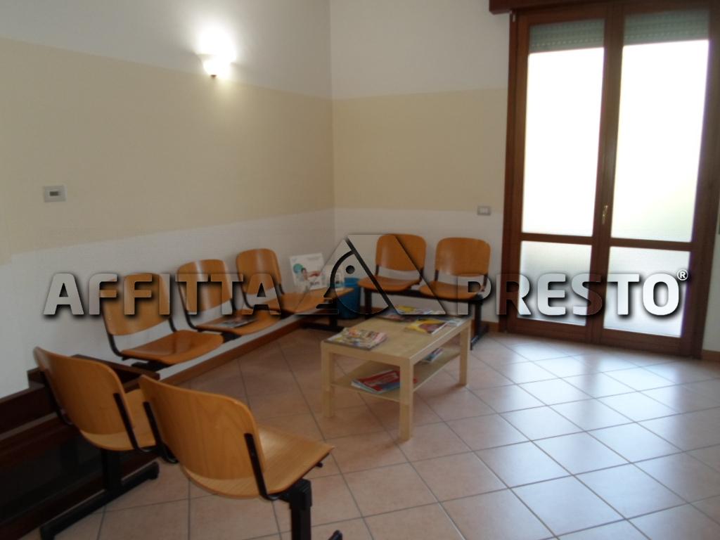 Negozio / Locale in affitto a Cesena, 9999 locali, prezzo € 400 | CambioCasa.it