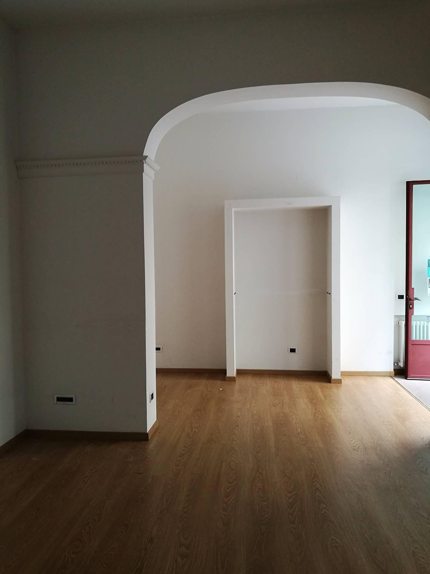 Negozio / Locale in affitto a Lugo, 9999 locali, zona Località: centro, prezzo € 500   CambioCasa.it