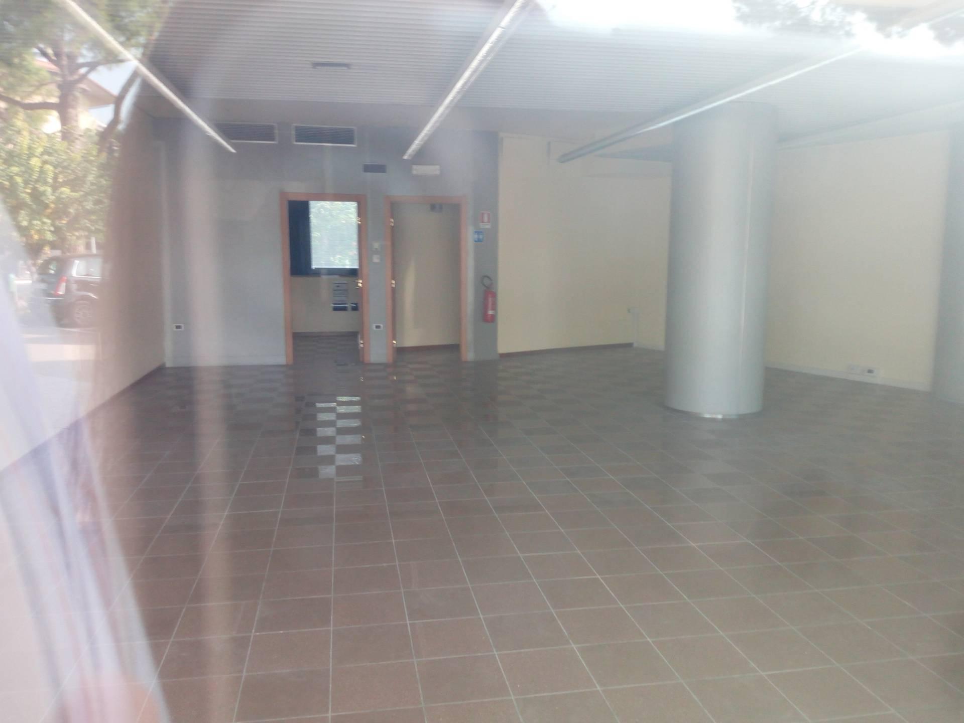 Negozio / Locale in affitto a Pesaro, 9999 locali, zona Zona: Tombaccia, prezzo € 1.400   CambioCasa.it