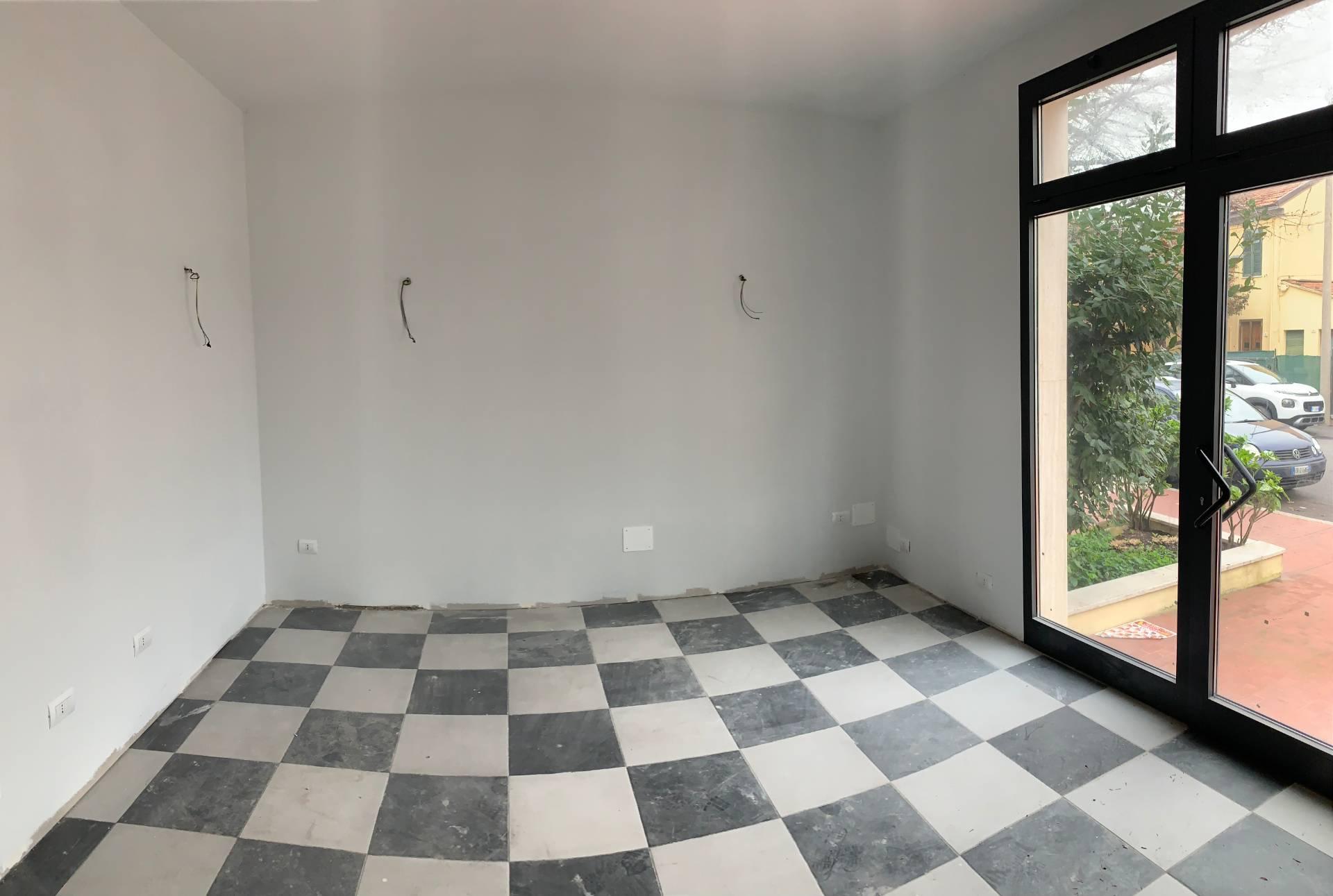 Negozio / Locale in affitto a Pesaro, 9999 locali, zona Zona: Pantano, prezzo € 1.200   CambioCasa.it