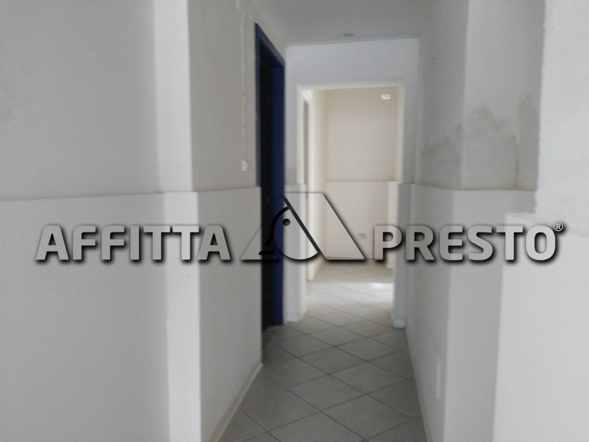 Attività commerciale in affitto a Pontedera (PI)