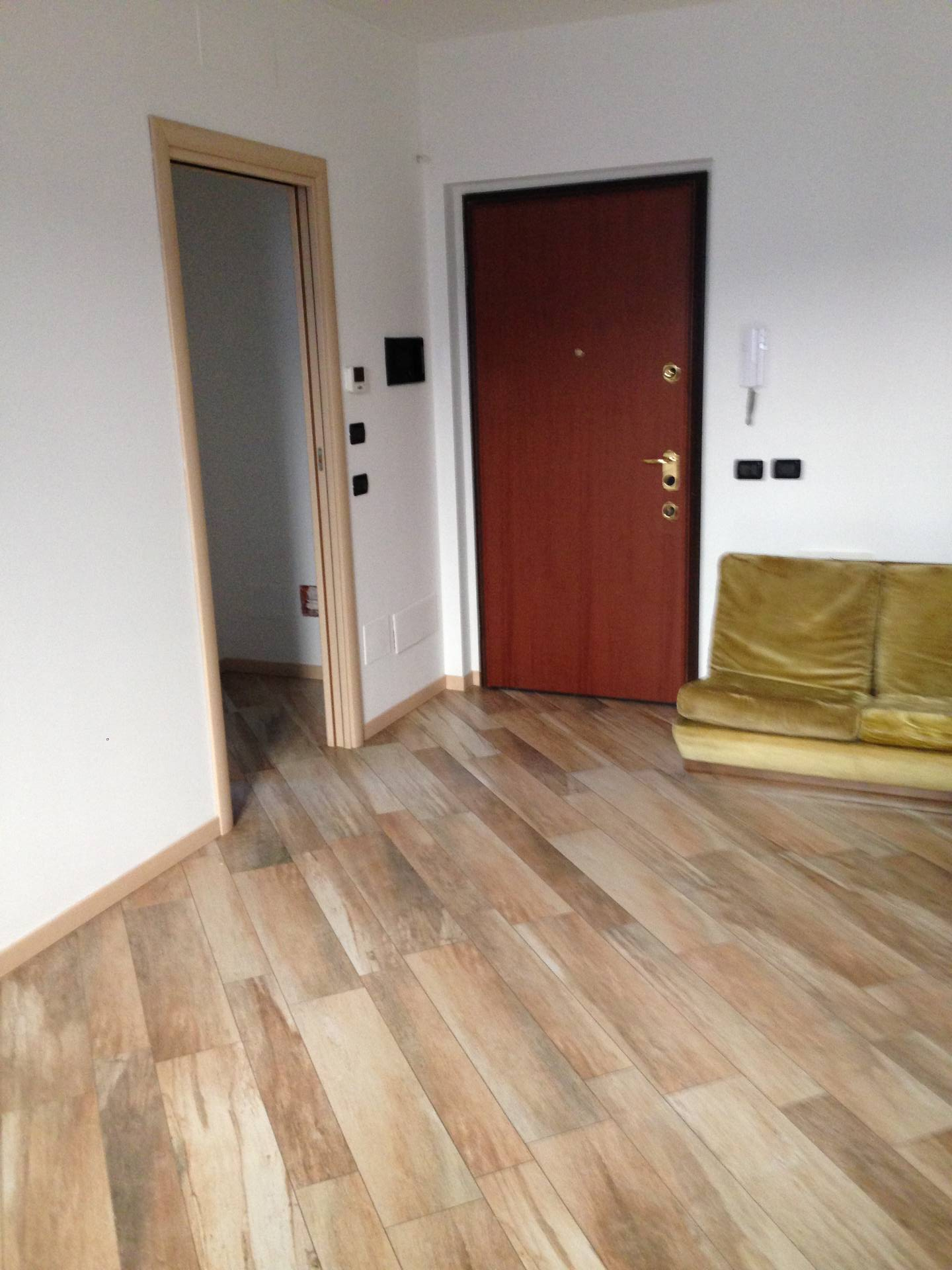 Appartamento in affitto a Stezzano, 2 locali, prezzo € 400   CambioCasa.it