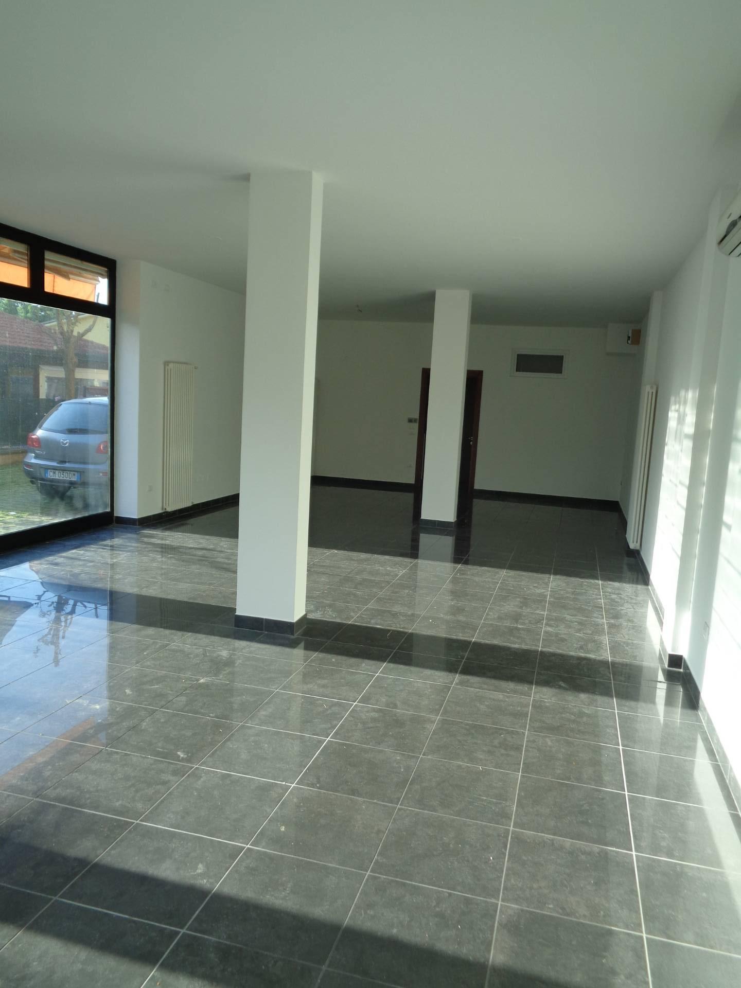 Negozio / Locale in affitto a Longiano, 9999 locali, zona Località: BudrioDiLongiano, prezzo € 600   CambioCasa.it