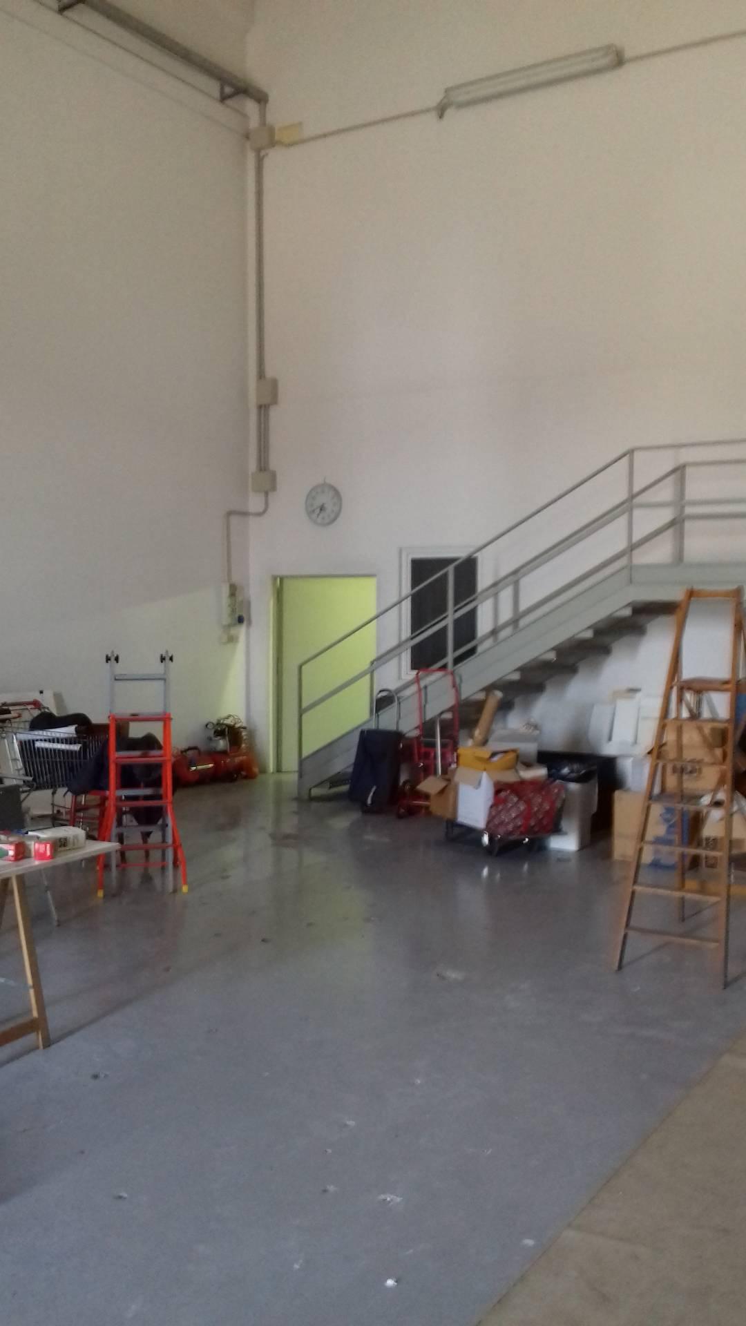 Capannone in affitto a Lugo, 9999 locali, zona Località: Semicentrale, prezzo € 170.000   CambioCasa.it