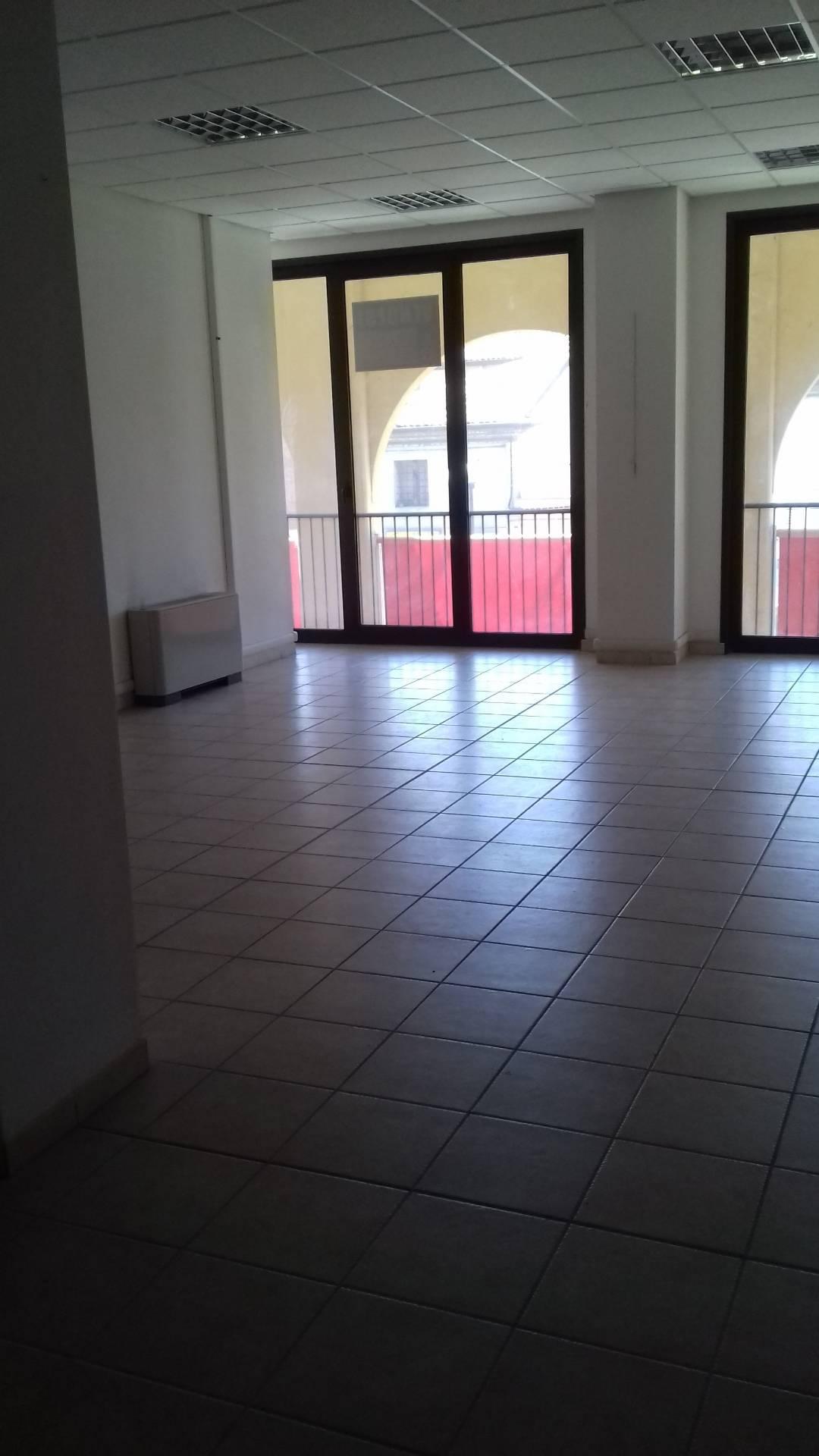 Ufficio / Studio in affitto a Lugo, 9999 locali, zona Località: centro, prezzo € 400   CambioCasa.it