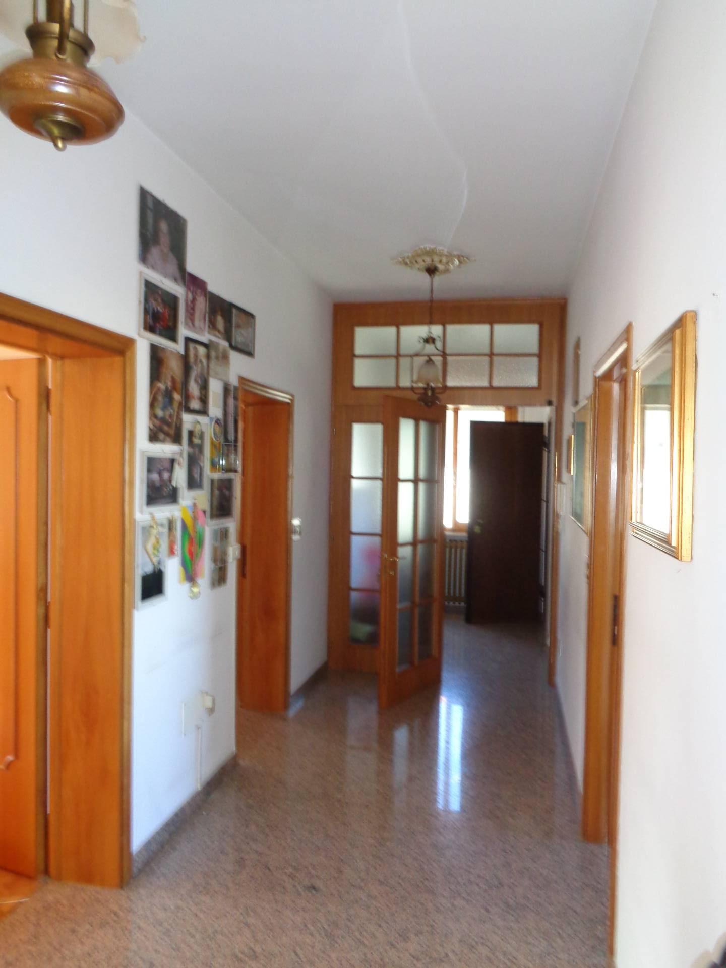 Appartamento in affitto a Longiano, 6 locali, zona Località: BudrioDiLongiano, prezzo € 700 | CambioCasa.it