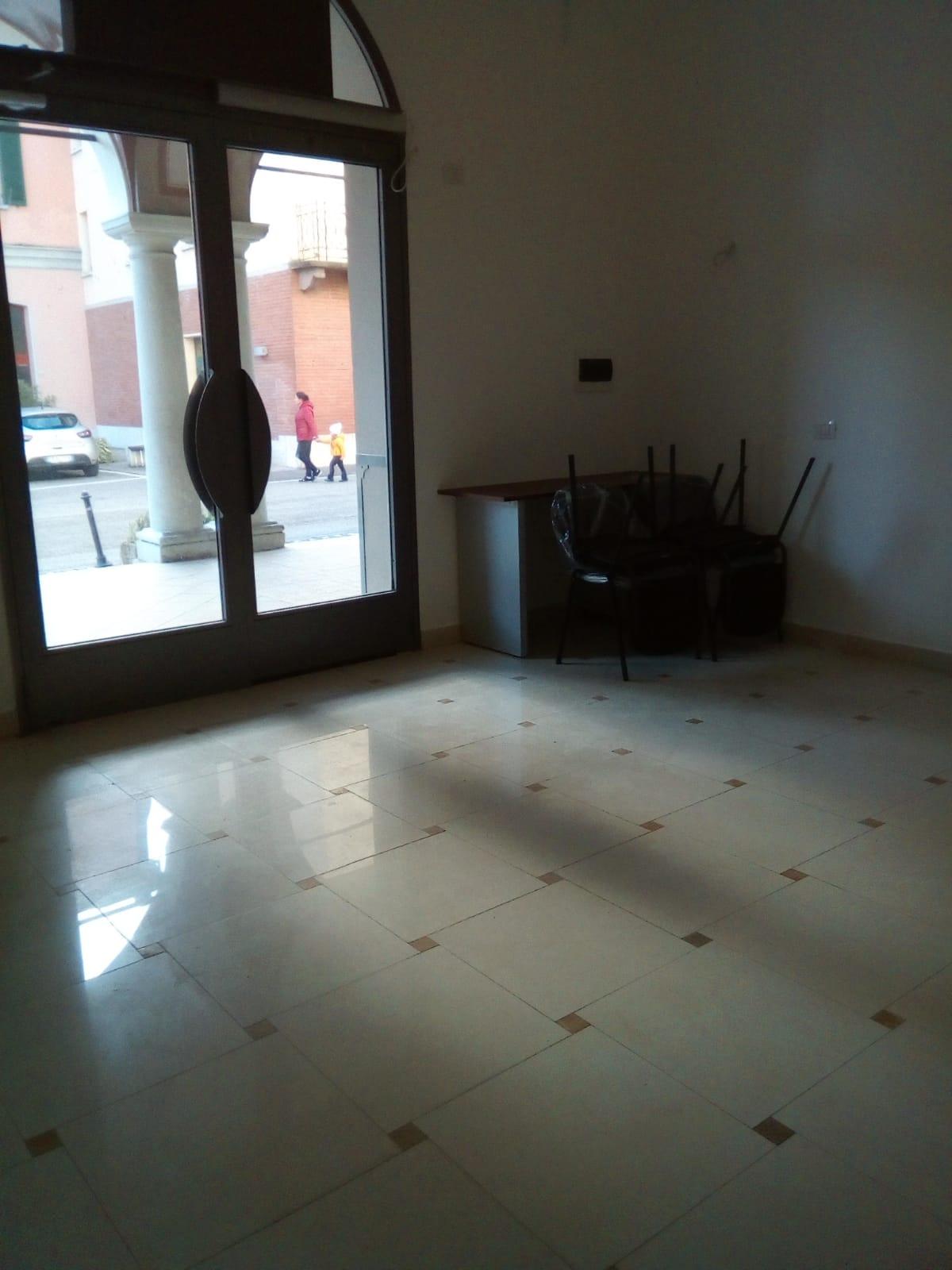 Negozio / Locale in affitto a Riolo Terme, 9999 locali, zona Località: RioloTerme, prezzo € 400 | CambioCasa.it