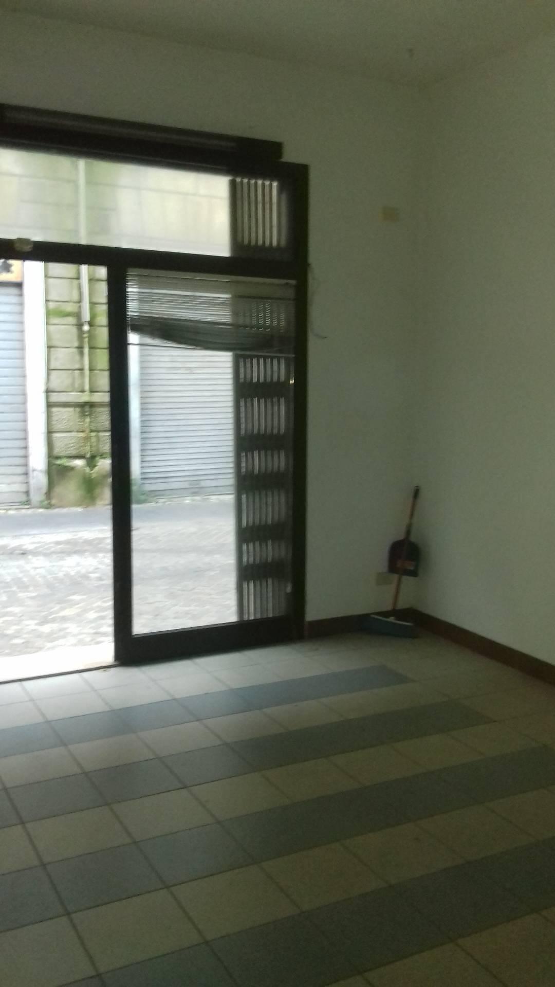 Negozio / Locale in affitto a Lugo, 9999 locali, zona Località: centro, prezzo € 350 | CambioCasa.it