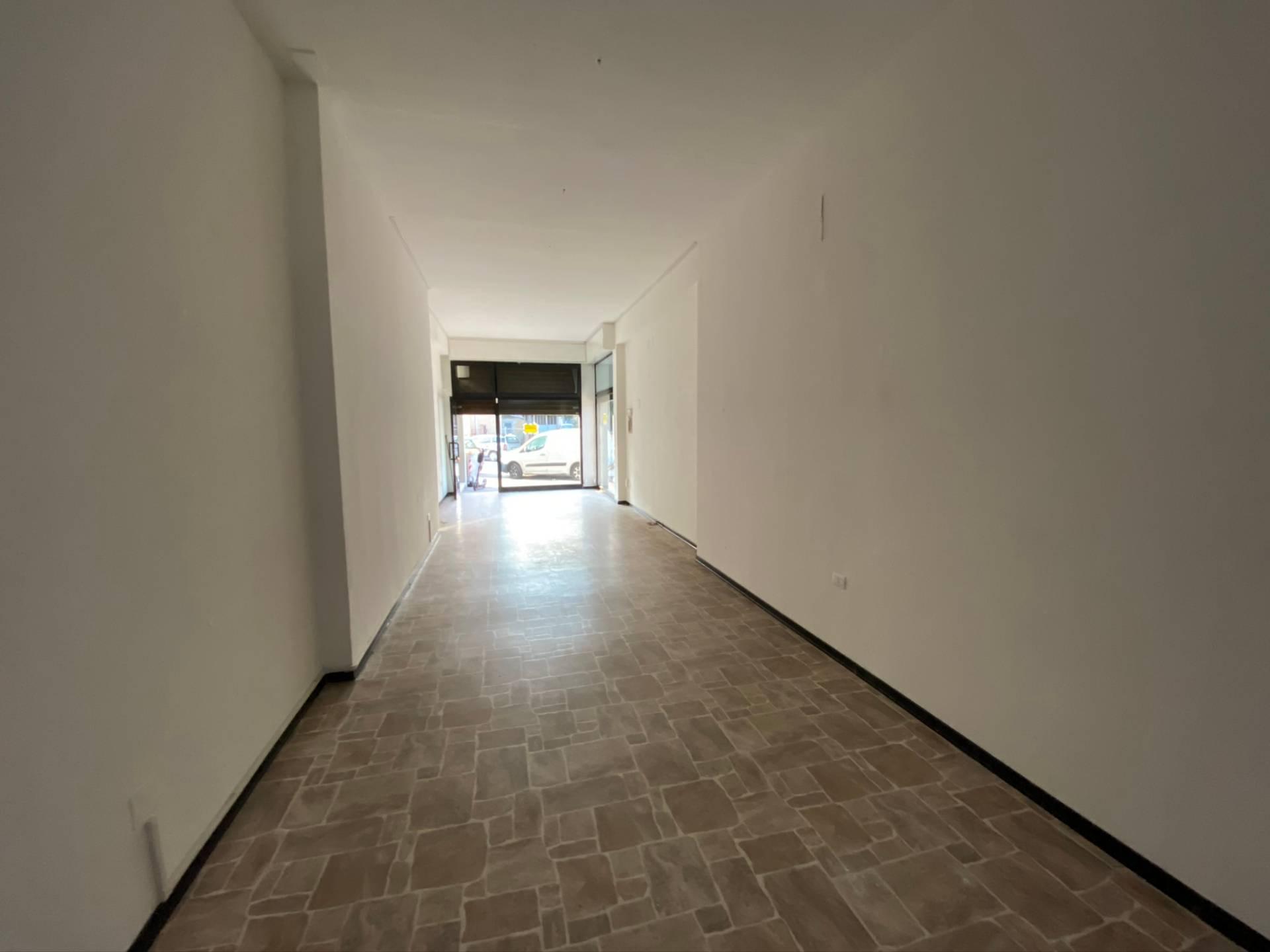 Negozio / Locale in affitto a Pesaro, 9999 locali, zona Zona: Tombaccia, prezzo € 450   CambioCasa.it