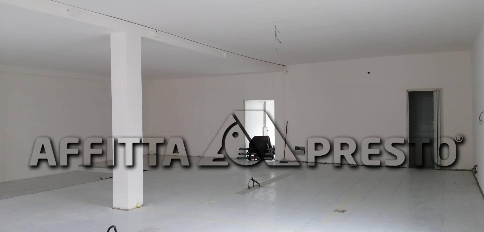 Attività / Licenza in affitto a Ponsacco, 9999 locali, zona Località: Ponsacco, prezzo € 700 | CambioCasa.it