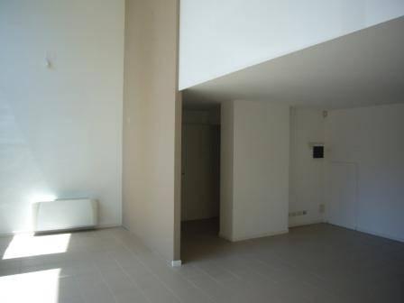 Negozio / Locale in affitto a Pesaro, 9999 locali, prezzo € 1.000   CambioCasa.it
