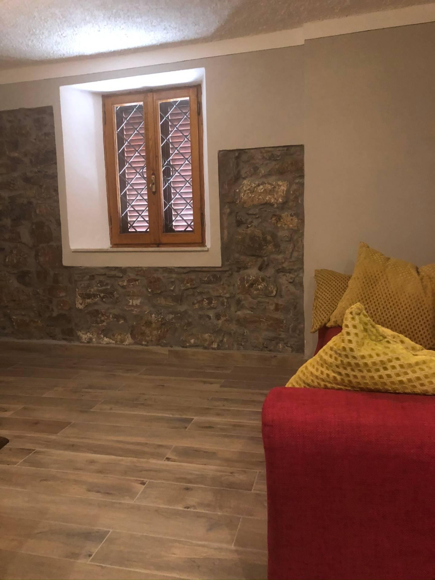 Soluzione Indipendente in affitto a Barga, 5 locali, zona Zona: Tiglio, prezzo € 500   CambioCasa.it