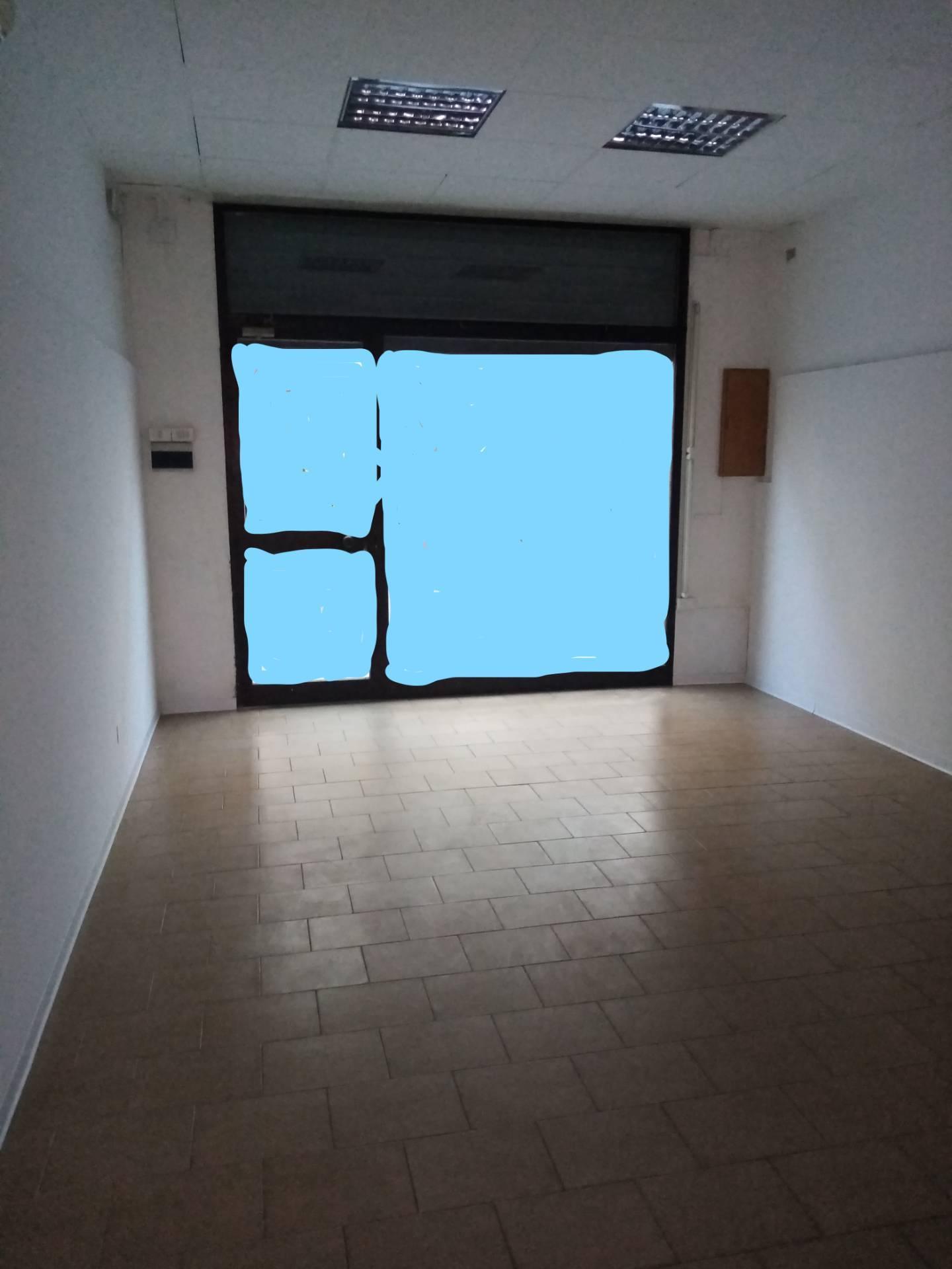 Negozio / Locale in affitto a Massa Lombarda, 9999 locali, zona Località: MassaLombarda, prezzo € 400   CambioCasa.it