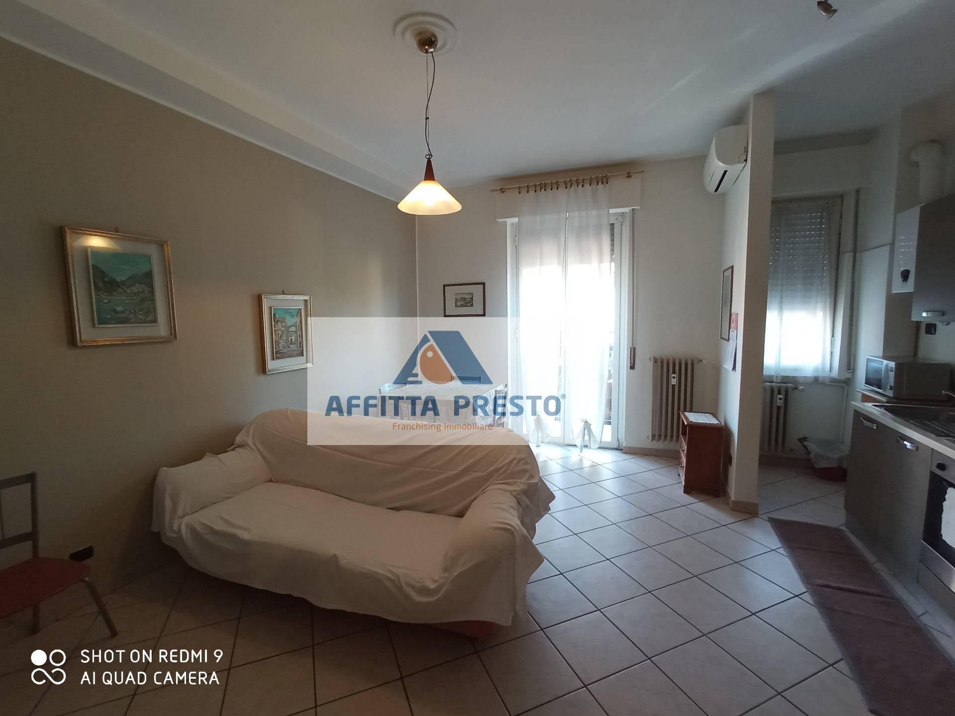 Appartamento in affitto a Monza, 2 locali, prezzo € 1.100 | CambioCasa.it