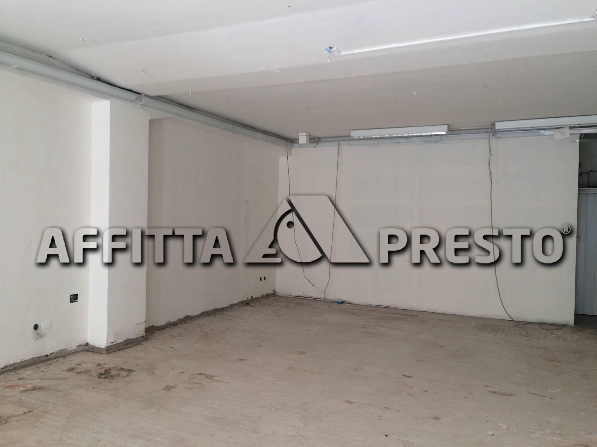 Attività commerciale in affitto a San Martino, Pisa