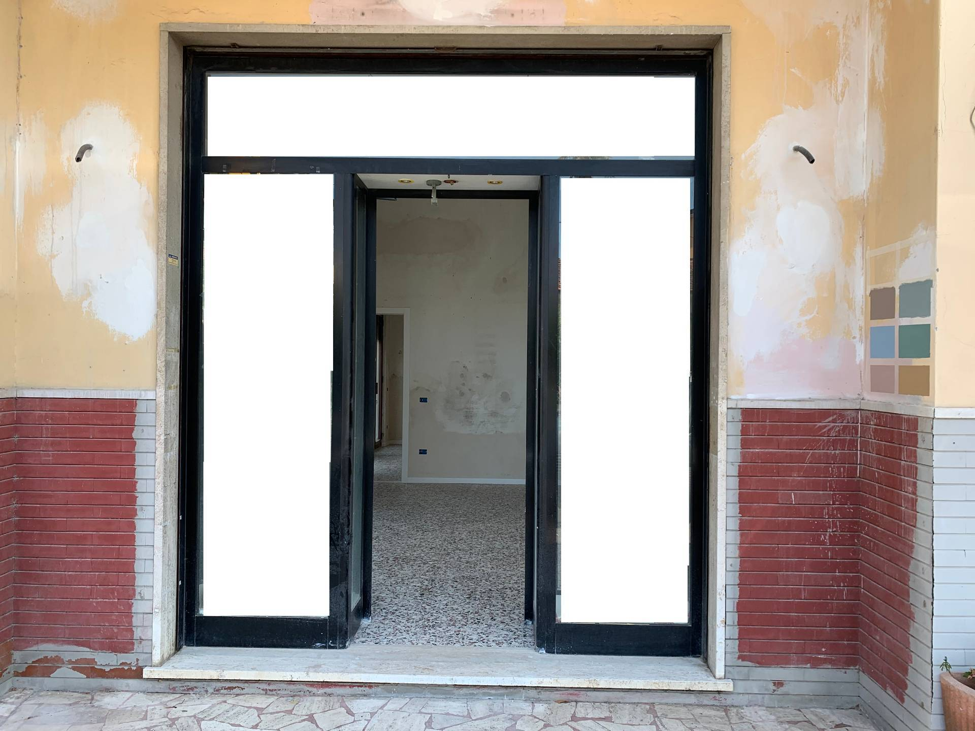 Attività commerciale in affitto - Capezzano Pianore, Camaiore